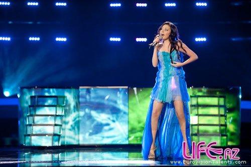 Сафура выйдет на сцену «Евровидения» в голубом платье со световым эффектом [13 фото][Видео]