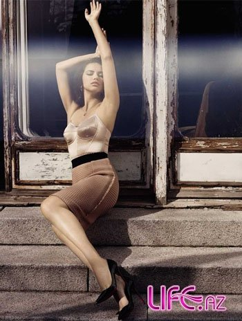 """Секс-бомба"" Адриана Лима в Vogue [17 фото]"