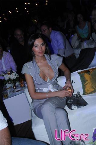 Известная азербайджанская Гюнай Мусаева модель развелась с супругом