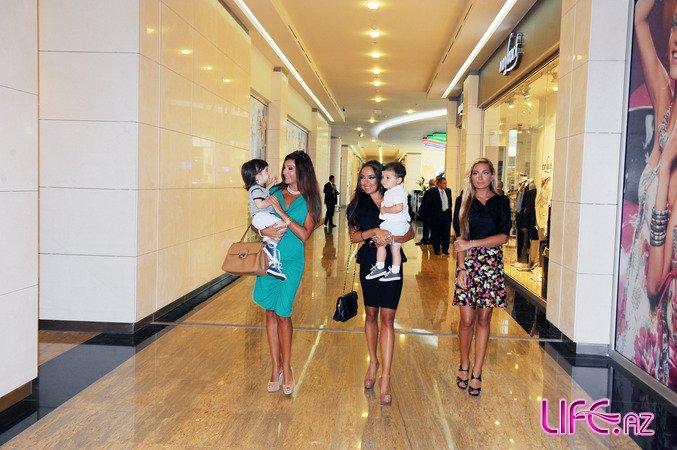 Президент Ильхам Алиев, его супруга Мехрибан Алиева и члены их семьи принял участие в открытии «Парк Бульвар» [21 фото]