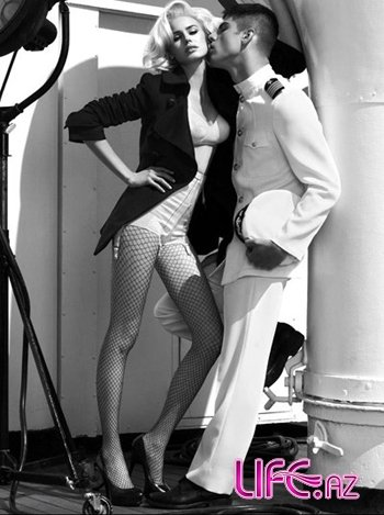 Guess by Marciano: женщины на корабле