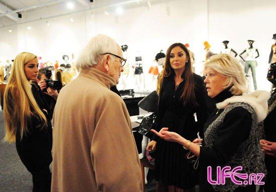 Первая леди Азербайджана посетила студию и театр знаменитого модельера П ...