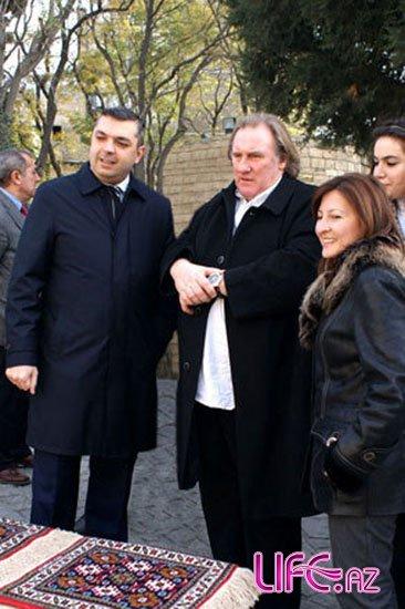 Жерар Депардье совершил прогулку по Ичери Шэхэр