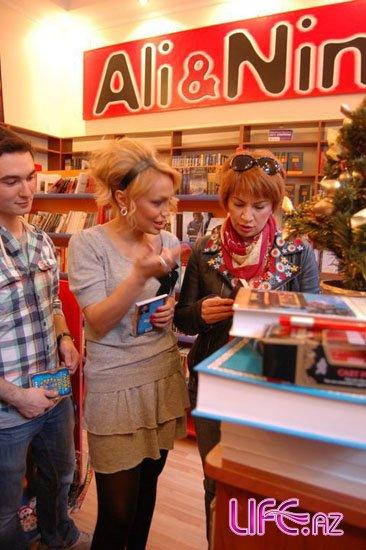 Певица Нура решила продавать книги [10 фото]