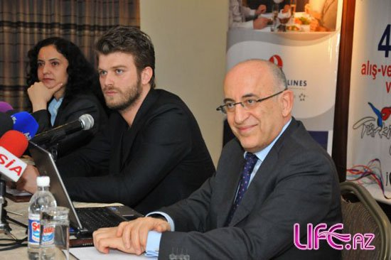 Известный турецкий актер и звезда сериала «Ask-i memnu» прибыл в Азербайджан [Фото]