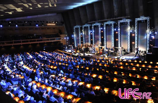 Эмин Агаларов, Сафура Ализаде, Айсель Теймурзаде выступили на концерте в ...