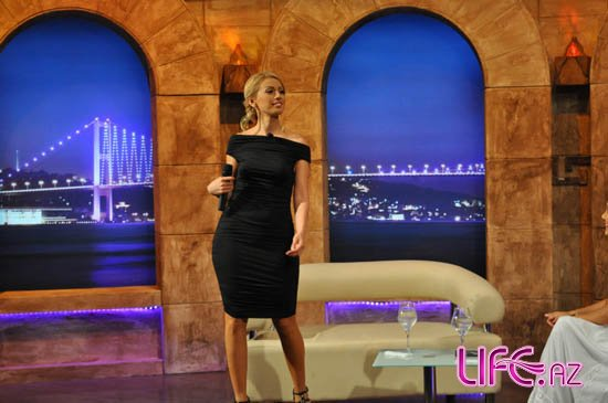 Азербайджанская певица выступила на турецком телеканале TMB [Фото]