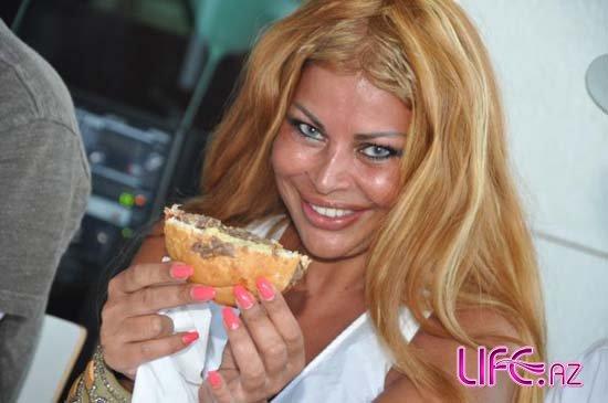 Айгюн Кязимова, АБД Малик и Мурад Ариф заценили американский гамбургер [Фото]