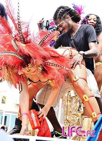 Сексапильная Рианна - королева карнавала [Фото]