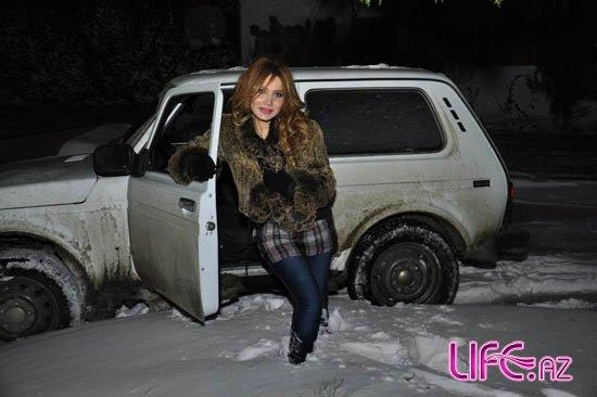 Модельер Фахрия Халафова из-за погоды решила сменить автомобиль [Фото]