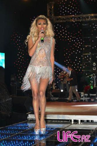 Ройа новогоднюю ночь провела на сцене в Турции