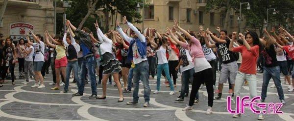 В Баку прошел флешмоб в честь дня рождения Майкла Джексона [Видео]