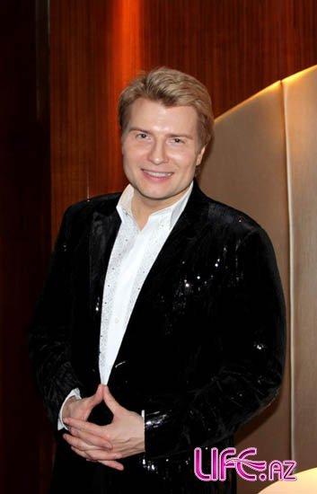 Николай Басков упал в бассейн во время танца на вечеринке Эмина Агаларова
