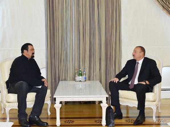 Стивен Сигал поздравил президента Азербайджана